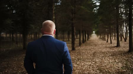 önlemek : A man in a jacket walks through the woods