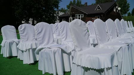 white cloths : Arrangement of flowers in a place of wedding
