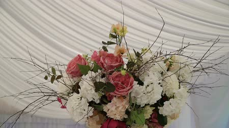 wed : Arrangement of flowers in a place of wedding