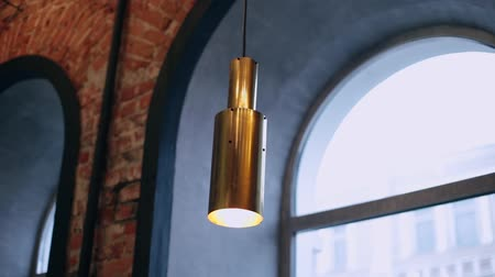 odstín : Iron lamp in the loft style and with a new design in the cafe.