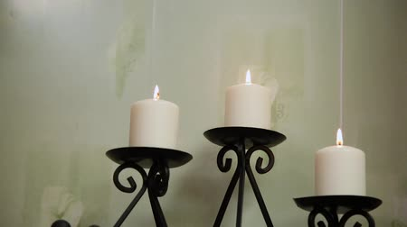 convidar : Candles in the candlestick in the spa salon.