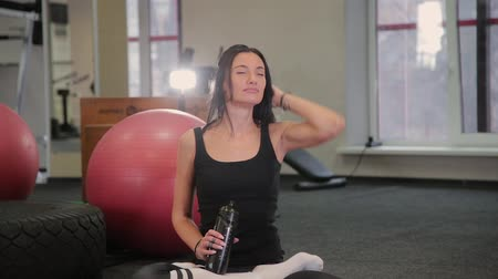 soluma : Beautiful woman sitting tired after fitness workout. Stok Video
