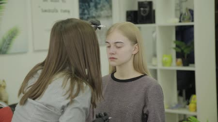 салоны красоты : Eyebrow marking for coloring young girl.