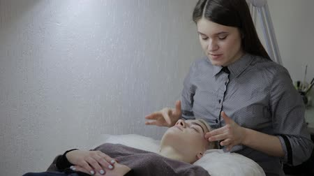masszőr : Relaxing woman having a massage for her skin on a face in salon.