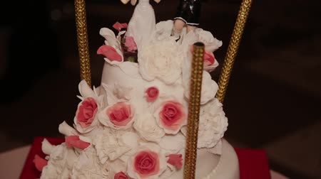 wed : Wedding cake of couple during the wedding party while photographers shooting. Stock Footage