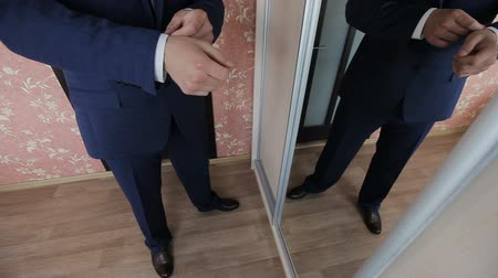 cipőfűző : Man Puts On Tie, Watch, Shoe, Jaket
