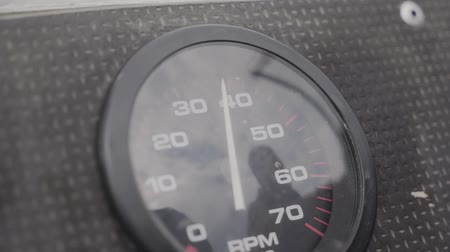 лошадиная сила : Engine speed tachometer on a motor boat.