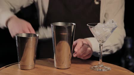 cold drinks : The process of preparing an alcoholic cocktail at the bar.