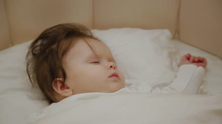 szopka : Beautiful little girl sleeping in her cot. Wideo