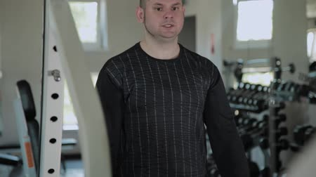 死 : Adult man with overweight performs deadlift in the gym.
