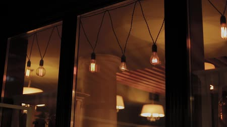 hanglamp : Electric garland with bulbs in the evening. Stockvideo
