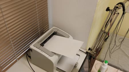 photocopier : Printer prints clinical findings.