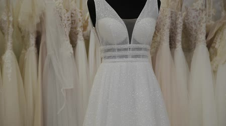 abiti appesi : Beautiful wedding dresses in a bridal salon. Filmati Stock