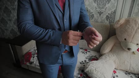 manşet : Businessman man straightens cuffs before going out. Stok Video