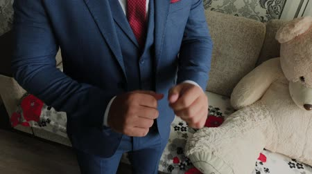nákrčník : Businessman man straightens cuffs before going out. Dostupné videozáznamy