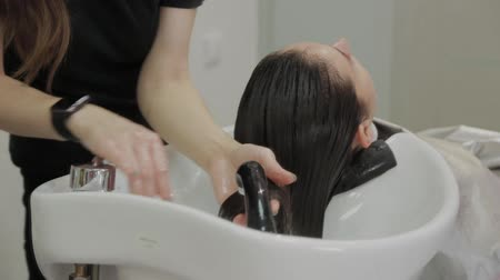 taberna : Beautiful young girl wash their hair at the hairdresser. Stock Footage