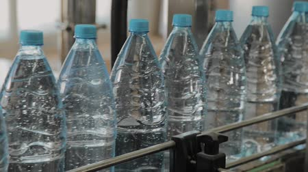 瓶詰め : Plastic bottle manufacturing line. Plastic molding bottling factory. Blanks of plastic bottles in the factory.