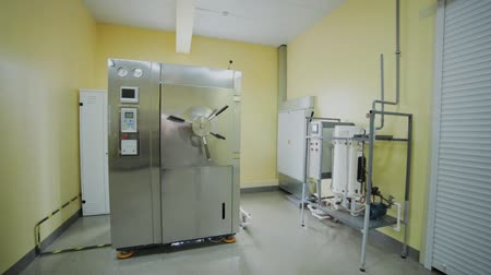 dezenfekte etmek : Laboratory autoclave room for sterilization.