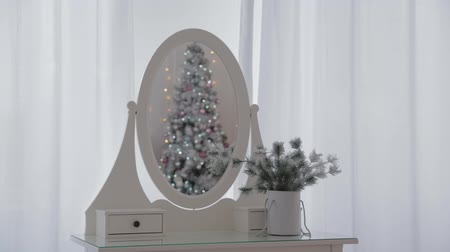 karácsonyi ajándék : Beautiful Christmas decor in the studio. New Year 2020. Stock mozgókép