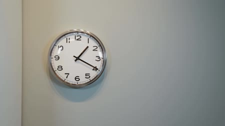 discar : Modern quartz clock on the wall in the house.