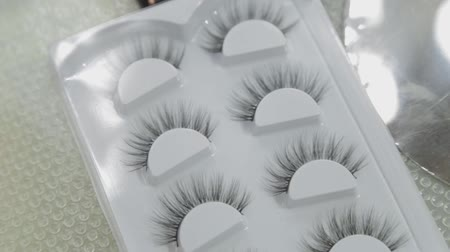 kiterjesztés : False eyelashes in a package on a table by a makeup artist.