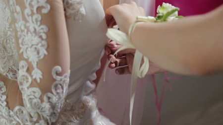 espartilho : Bride knotted wedding dress. Happy wedding day. Stock Footage