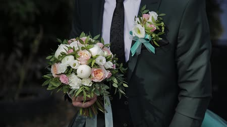 nişanlısı : Happy man with a wedding bouquet on a wedding day.