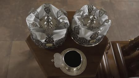 nobreza : Silver crowns for church weddings.