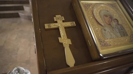 ukřižování : Orthodox golden cross and icon in the church. Dostupné videozáznamy