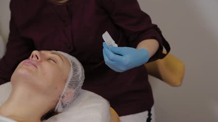 invasive : Professional cosmetologist woman takes out a nozzle on a micronidling device. Stock Footage