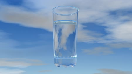 estilo de vida saudável : Glass of water with sky background.