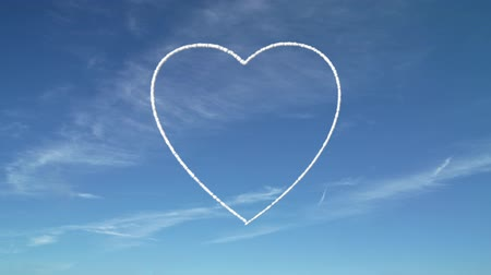 levegő : Heart shape formed by the smoke trails of jet airplanes.