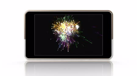 okos telefon : Smartphone showing a video of fireworks.