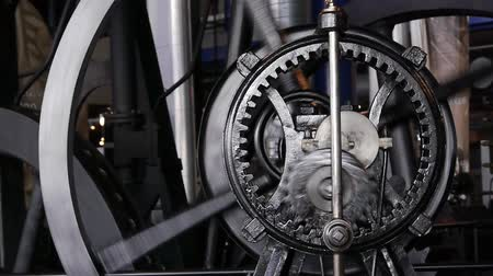 elenco : Old steam engine gear system which uses planetary gears.