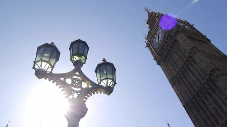 büyük : Big Ben clock by parliament in London, England. Camera move half way through the clip.