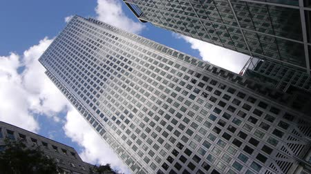docklands : Business office block One Canada Square known as Canary Wharf. Wide angle, looking up. Fast moving clouds. Stock Footage