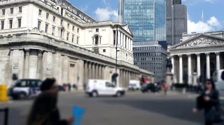 esterlino : The Bank of England building in Threadneedle Street, London. Foreground is out of focus. Slow motion.