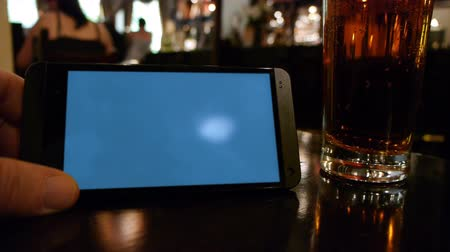 szablon : Smartphone template showing a blank screen in a pub.