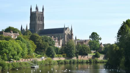 dik : Worcester Cathedral by the River Severn in the English Midlands.