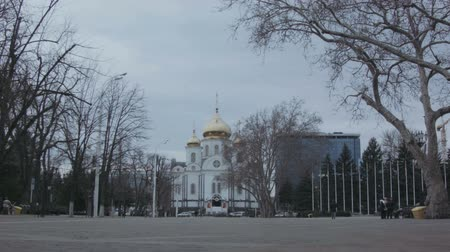 the Church in the sity timelapse Стоковые видеозаписи