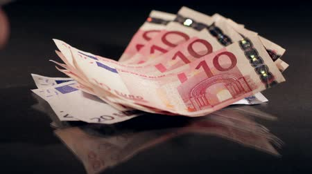 euro : Counting money, Euro banknotes
