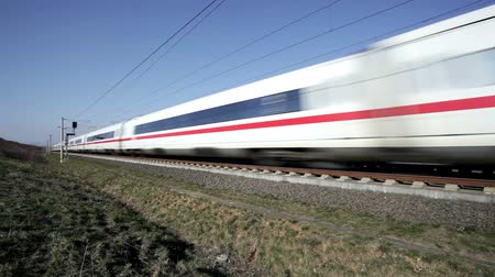 baixo ângulo : German highspeed ICE train Vídeos