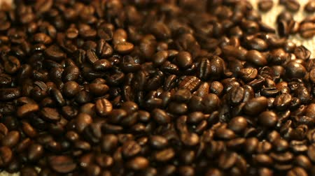 damlatma : falling coffee beans fill the background