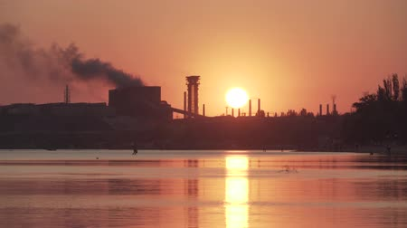 aves marinhas : Sea sunset over the sea, beaches and industrial zone. Factory pipes smoke over the sea