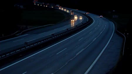Auto sulla Highway at Night - Video Filmati Stock