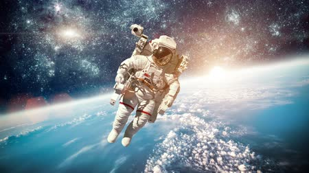 astronauta : Astronaut in outer space against the backdrop of the planet earth.