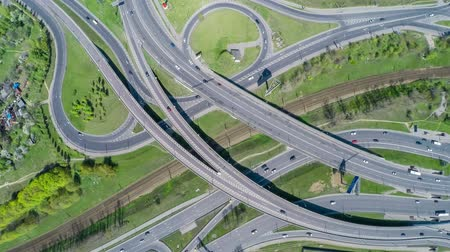 junção : Aerial view of a freeway intersection Vídeos