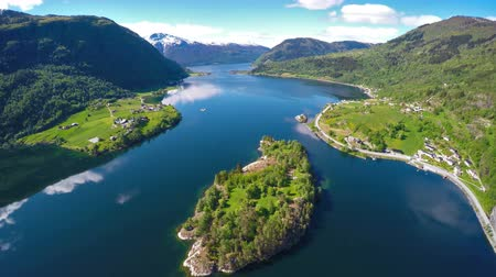 noruega : Beautiful Nature Norway. Flying over the Sognefjorden 4K ULTRA HD.