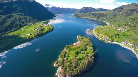 İskandinavya : Beautiful Nature Norway. Flying over the Sognefjorden 4K ULTRA HD.