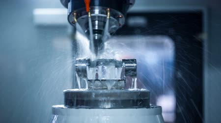 mecânica : Metalworking CNC milling machine. Cutting metal modern processing technology. Stock Footage
